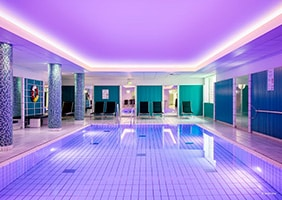 holiday-inn-in-luebeck-schwimmbad-psychosomatische-grundversorgung-seminar-kurs-seminarorganisation-fuchs