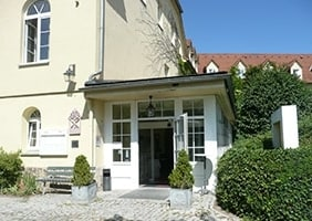 hotel-dorotheenhof-eingang-psychosomatische-grundversorgung-seminar-kurs-seminarorganisation-fuchs